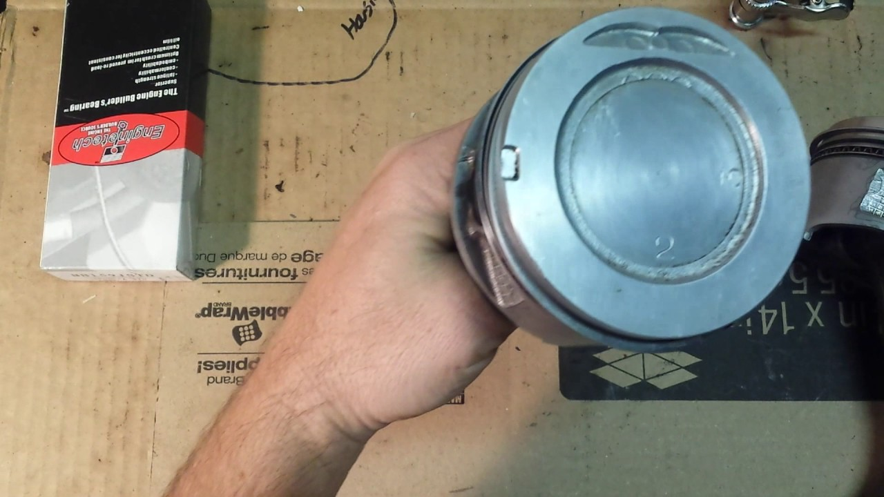 22re 1995 Toyota Pickup Install Pistons to engine (Part 14