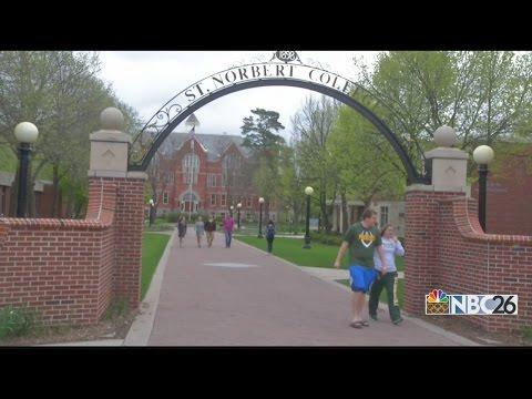 Job market improving for new college grads