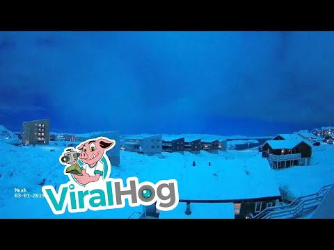 Sky Glows Blue During Meteor Shower || ViralHog