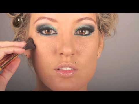 Maquillaje con vestido verde agua