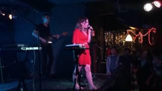 Скачать Yumi Zouma Alena Live June 11 2016 Toronto