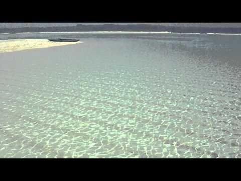 百合ヶ浜の浅瀬の海をただただ眺める