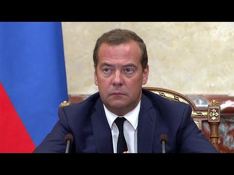 Дмитрий Медведев высоко