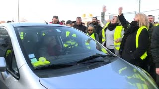 .Yellow vest. protesters cause traffic chaos on Paris