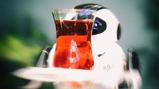 Çinli Garson Robot Bizi Delirtti! (Oğlum Şuradan İki Çay Kap!)