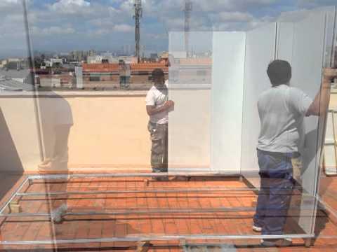 Instalaci n y montaje de un trastero de azotea youtube for Casetas de jardin de resina aki