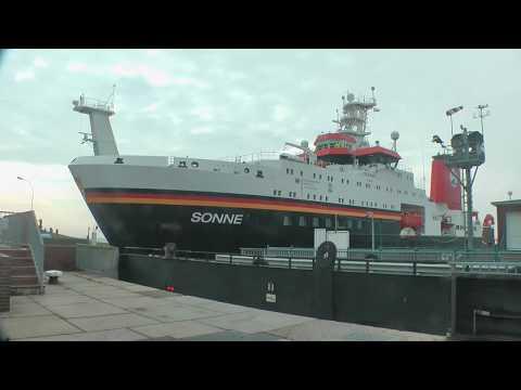 FS Sonne (research vessel) - In Emden zur Revision