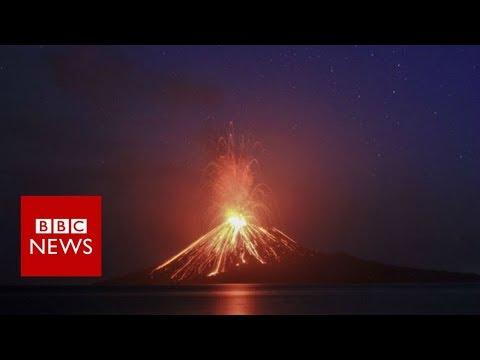 'Volcano tsunami' hits Indonesia - BBC News
