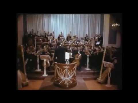 Sobre las Olas: Dirigiendo la orquesta (1950)