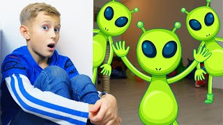 Alex Pretend Play with Green UFO Aliens from Outer Space