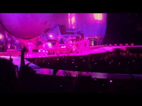 Ariana Grande - 7 Rings (Live) - Sweetener Tour Boston