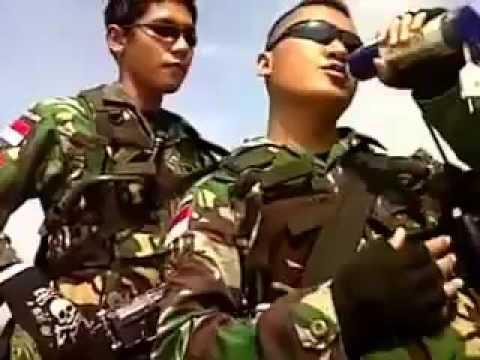 Aksi Kocak Tiga TNI Ganteng