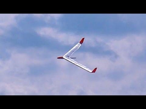 GIGANTIC RC FLYING WING 5,00M WINGSPAN RIESEN NURFLÜGLER / RC Airshow Oppingen 2015