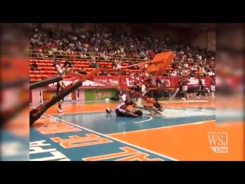 harlem-globetrotter-performs-shattering-slam-dunk-|-harlem-globetrotters-video