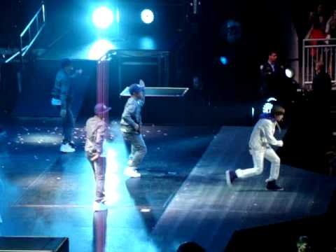 Justin Bieber, Love Me, Houston Toyota Center, November 6, 2010