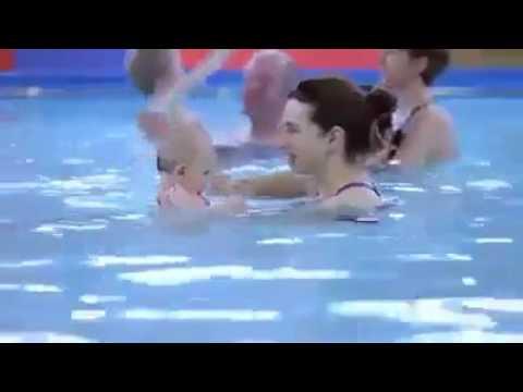 اطفال يسبحون في الماء مثل الكبار ويغطسون وعمرهم اقل من سنتين Youtube