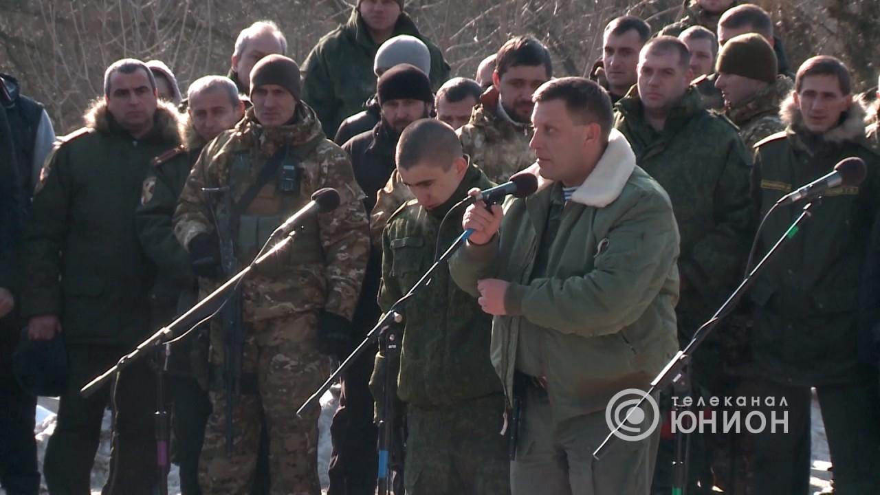Захарченко на могиле у Гиви