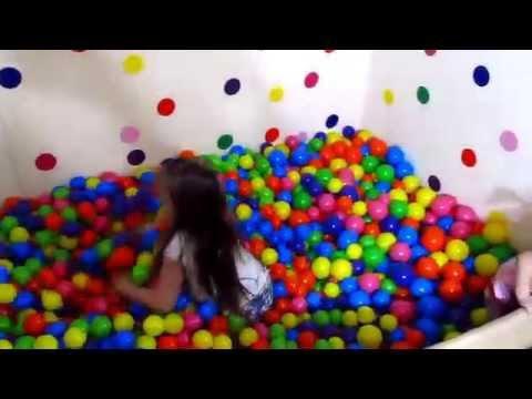 Шарики для сухого бассейна. Обзор и развлечение. Pool With Color Balls