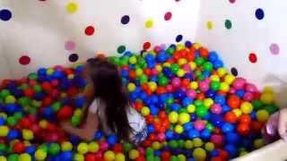 Шарики для сухого бассейна. Обзор и развлечение. Pool with color balls(, 2015-11-27T22:23:54.000Z)
