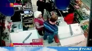 Молодой покупатель магазина пятерочка, вырубил пожилую женщину прямо на кассе