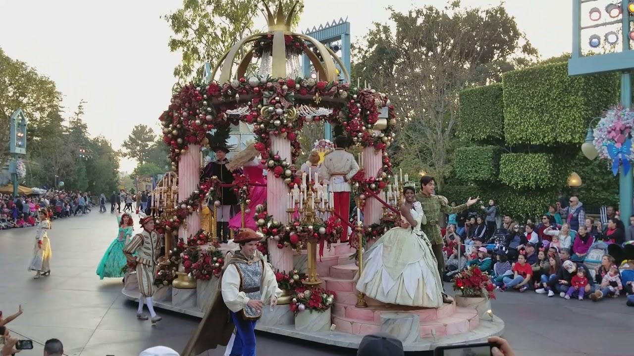 Disneyland Christmas Parade 2021 Happy New Year 2021 Disneyland Parade 2017 Disney Parks Christmas Day Parade Happynewyear2021 Youtube
