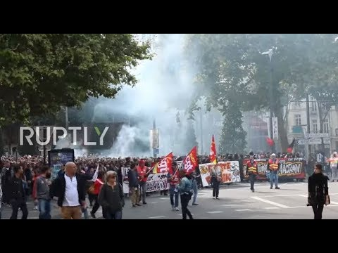 France: Running battles between police and protesters at Nantes anti-labour law demo