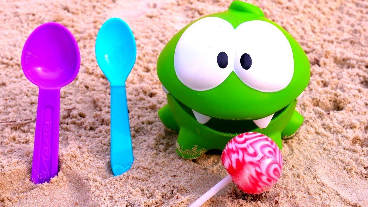 Download Çocuklar için eğlenceli video. Om Nom ile kum havuzunda eğlen!