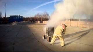 Тушение огнетушителем(Фрагмент тушения модельного очага для огнетушителя ОП-4. Тушение выполняет непрофессионал, второй или трет..., 2016-03-12T19:46:11.000Z)