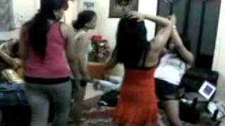 Repeat youtube video Goyang maut di villa qurasy
