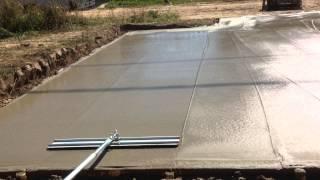 Как выровнять бетонную поверхность(Выравнивание бетонной поверхности плавающей рейкой. Впервые было применено нами на площадке для стоянки..., 2015-08-22T12:44:40.000Z)