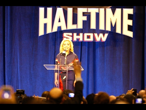 Terry Bradshaw steals the show at Lady Gaga
