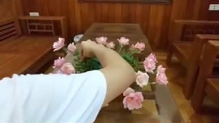 Cắm hoa- cắm bát hoa hồng để bàn