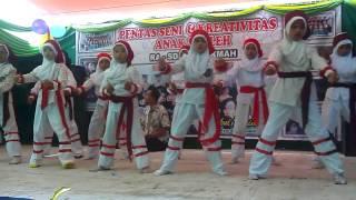 Tarian intifada SD IT-AL Hikmah Pebayuran