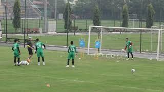 Bùi Tiến Dũng luyện công cùng 4 thủ môn U23 Việt Nam