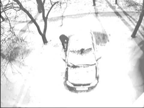 Неизвестный прокалывал колеса автомобилей в г.Таганроге