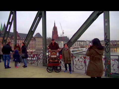 Stille Nacht - O du fröhliche - O Tannenbaum - Ihr Frankfurter Drehorgelmann auf dem Eisernen Steg