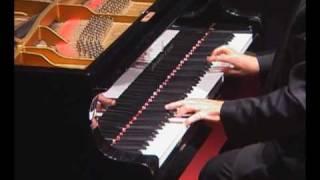 Mozart Sonata KV.332 (3/3)  Roberto Urbay