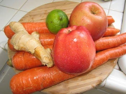 Jugo de Zanahorias, manzanas, jengibre y Limon.Bueno para la salud
