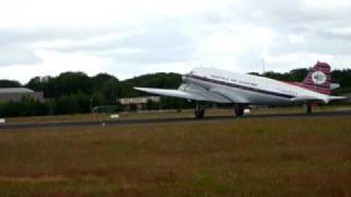 Luchtmachtdagen 2010 Gilze Rijen. Landen Mc Donald Douglas Dakota DC3. Landing DC3 plane.