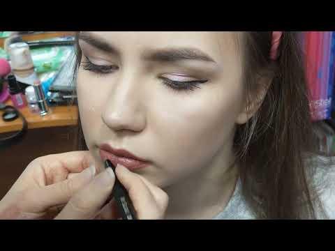 Макияж губ, растушеванный контур, эффект омбре, губы в корейском стиле.