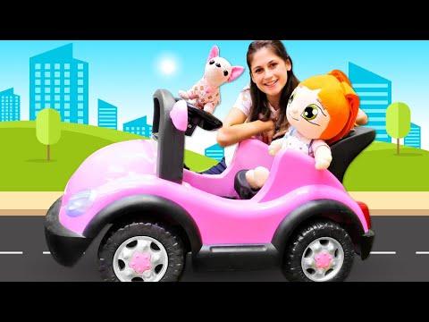 Ayşe Lili ve Loli'yi akülü arabaya bindiriyor! Bebek bakma oyunu