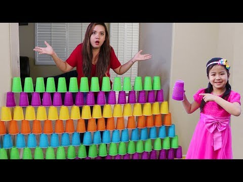 Jannie Builds COLORFUL Cup Wall & Pretend Play w/ Ice Cream