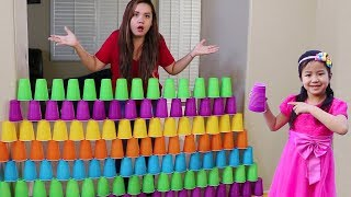 Jannie Builds COLORFUL Cup Wall & Pretend Play w/ Ice Cream Toys