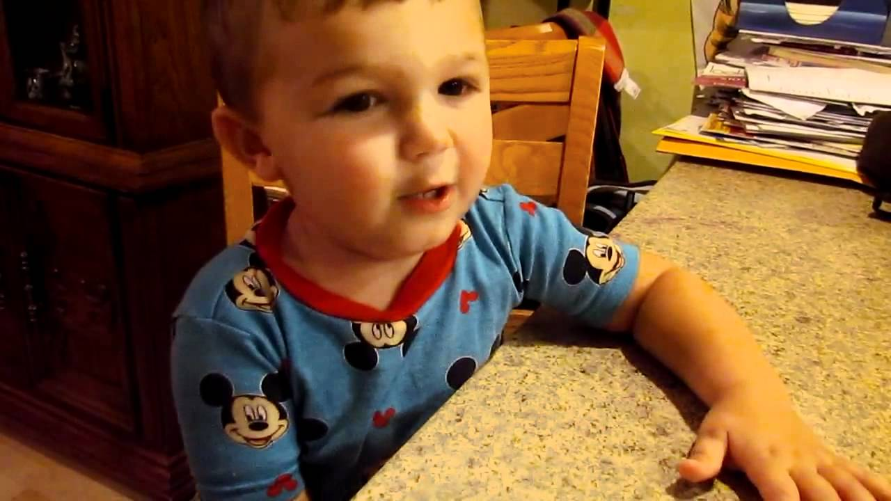 Cute Baby Sings Justin Bieber-Baby - YouTube