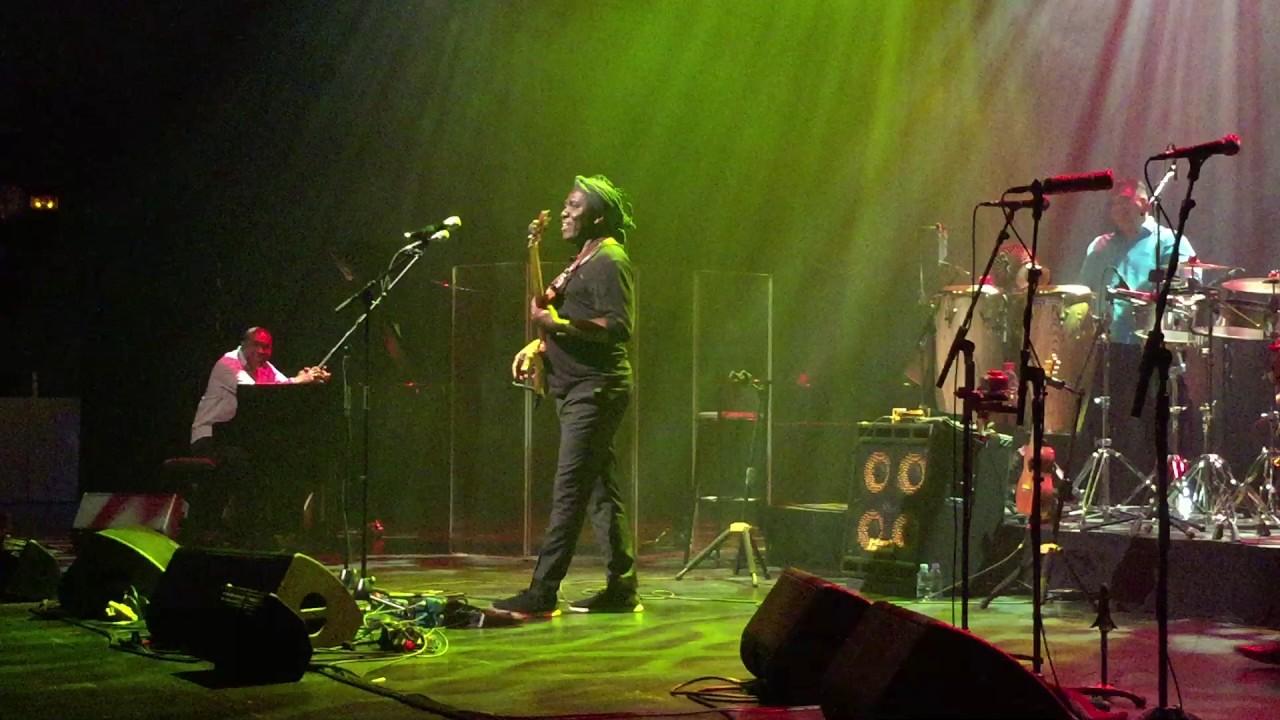Richard Bona Mandekan Cubano live à l'Espace Carpeaux