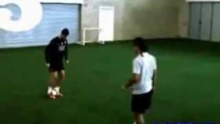 C.RONALDO VS RONALDINHO FREESTYLE.(240p_H.263-MP3).flv