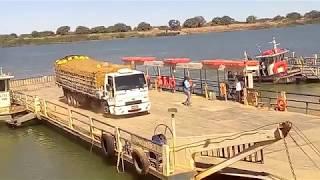 Atravessando O Rio São Francisco Na Balsa / Barra / Bahia / B…