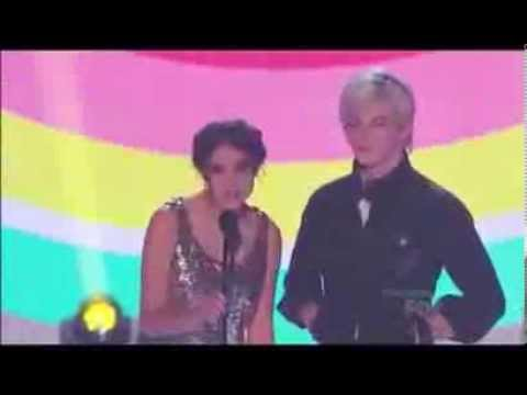 Ross Lynch & Maia Mitchell Present at the Teen Choice Awards 2013
