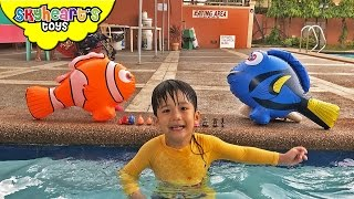 GIANT DORY and Nemo running in land? Playing with RC Inflatable Finding Dory toys for kids thumbnail