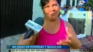 Varios locales y viviendas fueron destruidos por un voraz incendio en San Salvador